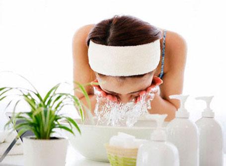 Правильно очищаем сухую кожу лица