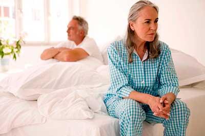 Климаксы у женщин, возраст наступления, симптомы и лечение