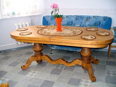Большой стол для кухни